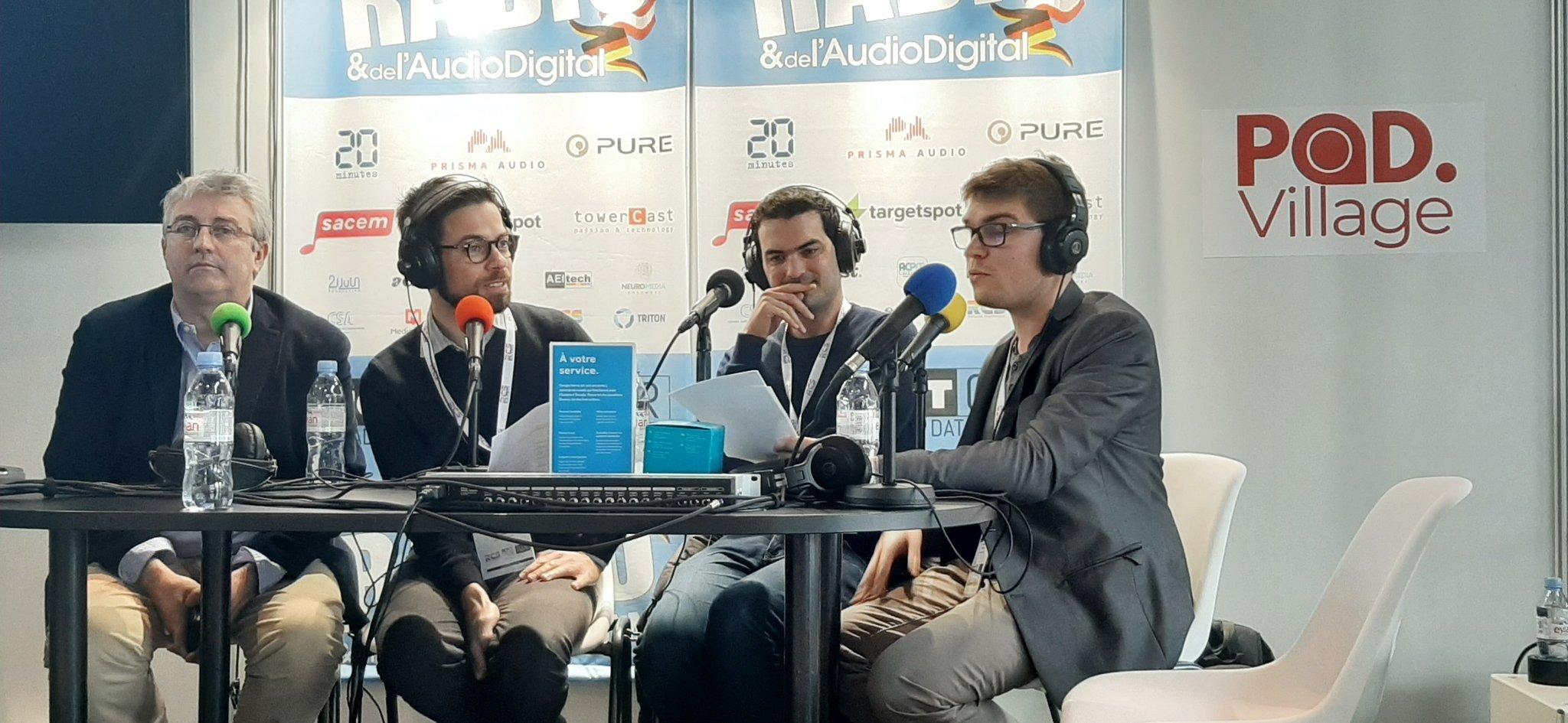 Photo de l'enregistrement sur la scène du Pod.Village au Salon de la radio (2/2)